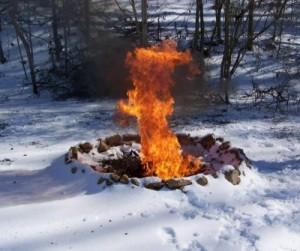 fire-in-snow-2-lunaticoutpostDOTcom-400x335